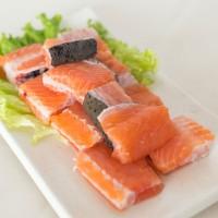 東方海 三文鱼骨 活鱼现杀新鲜鱼排 整条约500g